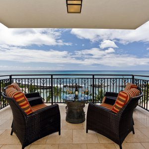 Direct oceanfront lanai. You can get a direct ocean view from both bedrooms too!