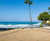Walking distance to La'aloa Beach