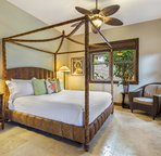 Ohana Room/Separate Living area and bedroom
