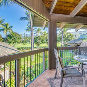 Spacious Lanai offers Outdoor Dining and Fairway Views