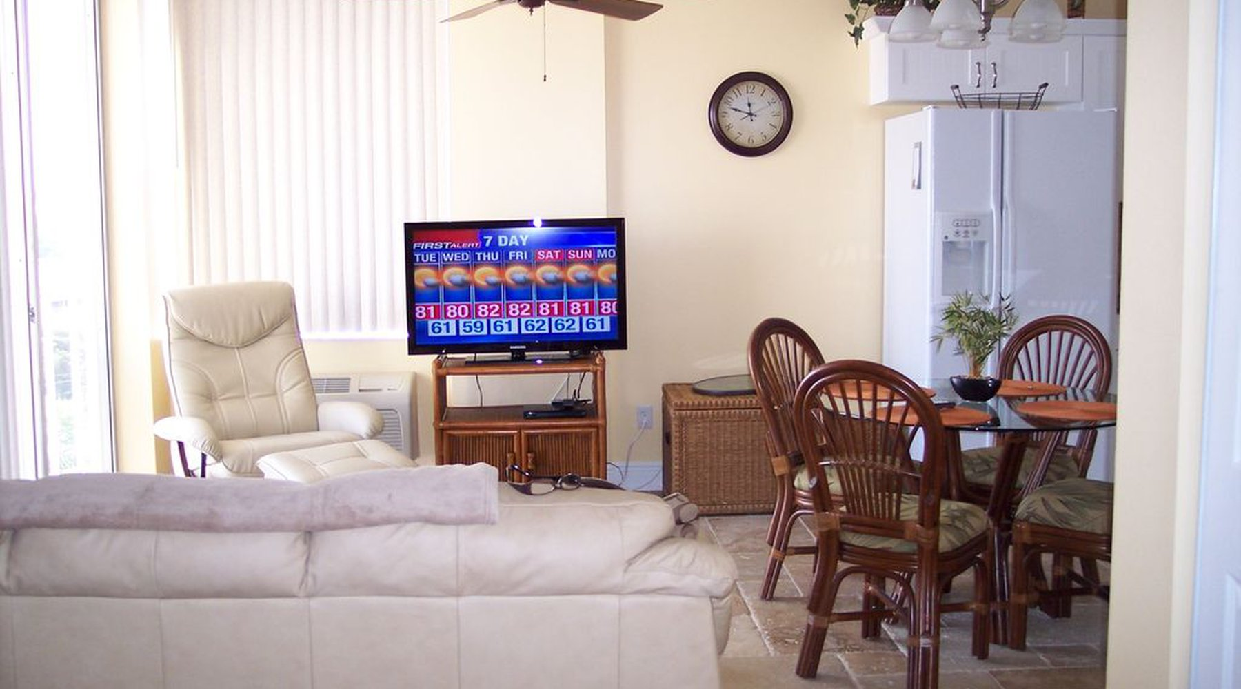 show full-screen, listing image
