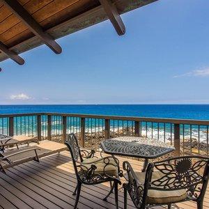 Beautiful Ocean Front Lanai