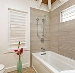 Another en-suite bathroom with shower/tub combo