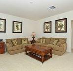 Spacious / Comfortable Living Room