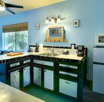 The kitchenette at the Cottage of Hale Oliveira