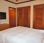 Bedroom 3 with Queen Bed & Flat Screen TV