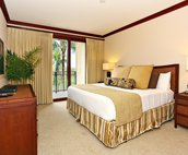 Large Master Bedroom with Access to Private Lanai
