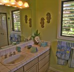 Jack and Jill bath shared with Ocean and Honu room