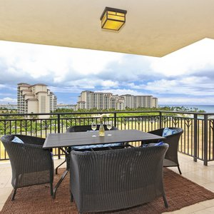 Large Spacious Lanai for Dining