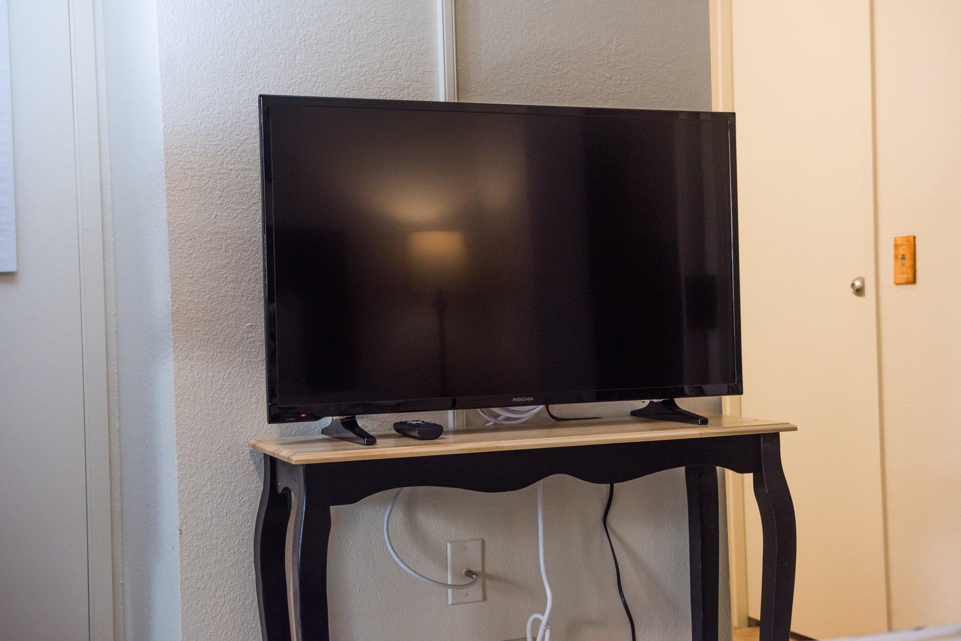 show full-screen, listing image